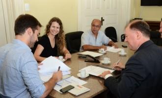 Prefeitura e CEF assinam convênio para a Universidade Caixa