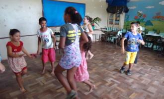 Reitor da UFPel recebe visita de integrantes de projeto de educação fronteiriça