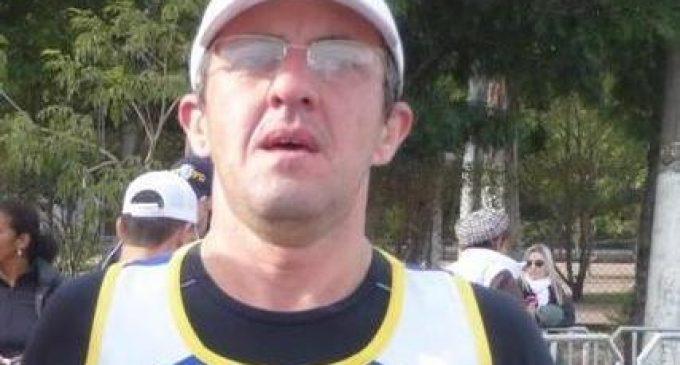 Maratonista pelotense Giovane Schumacher comercializa produtos de goma para poder competir