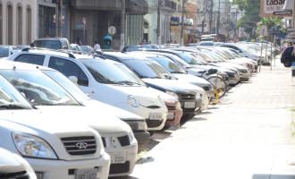 TRÂNSITO : Estacionamentos privados continuam perdendo para o rotativo