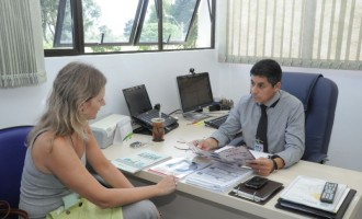 Paula visita superintendente do aeroporto de Pelotas