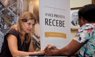 Paula atende a comunidade no Vice-Prefeita recebe