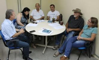 Reitor da UFPel visita sede da CIS/PCCTAE, no campus Porto