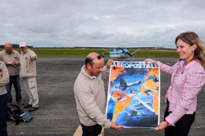 Chegada dos pilotos na Aeropostale (Foto: Rafa Marin)