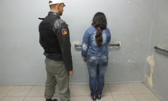 Mulher é presa com 58 pedras de crack no Fragata