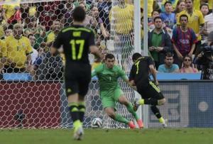 Villa marca gol de letra em sua despedida da seleção espanhola