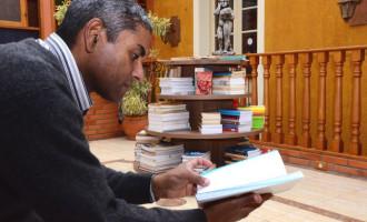 """""""Me dá teu livro que eu te dou o meu"""". Projeto Leitura da Câmara incentiva troca de livros"""