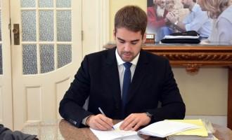 Eduardo assina ampliação da UBS Colônia Maciel