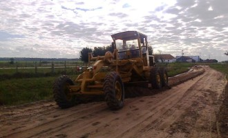 Prefeitura realiza manutenção de estradas na zona rural