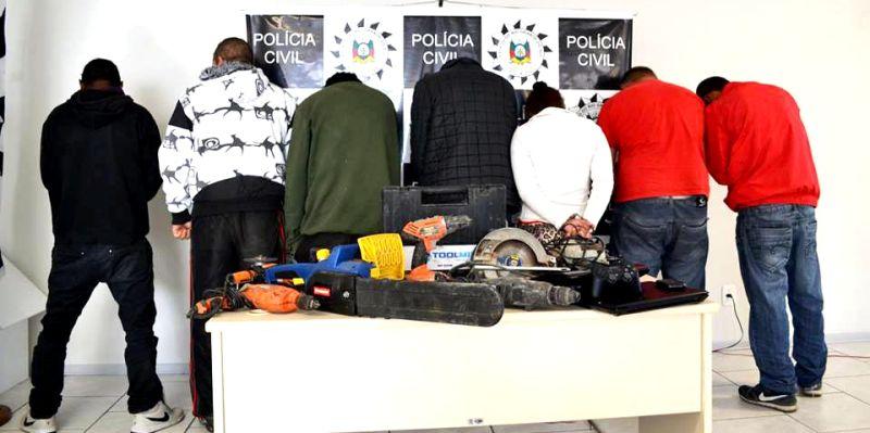 Operação conjunta reuniu policiais civis de Pelotas e de Rio Grande. Seis homens e uma mulher foram presos.