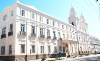 SAÚDE ESFARRAPADA :  Hospitais suspendem atendimento pelo SUS