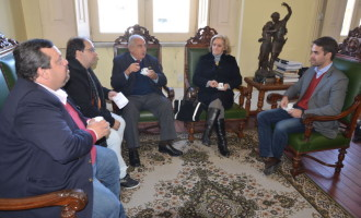 Comissão convida prefeito para 40 anos do Emaús
