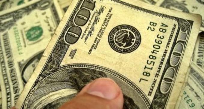 Bancos passam a cobrar dólar do dia da compra com cartão