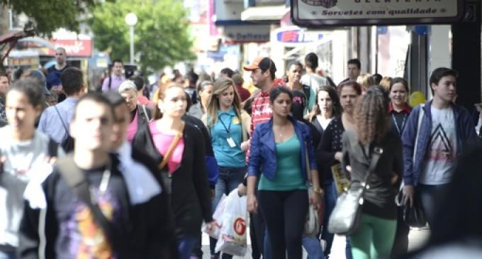 Médias salariais no comércio gaúcho melhoram mas setor fecha vagas