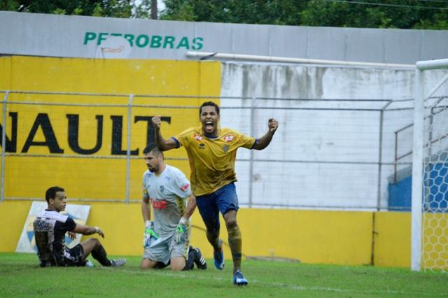 Darlem comemora gol marcado contra Santa Cruz: aposta da diretoria anterior do Pelotas Foto: Luís Gustavo Amaral/Assessoria ECP