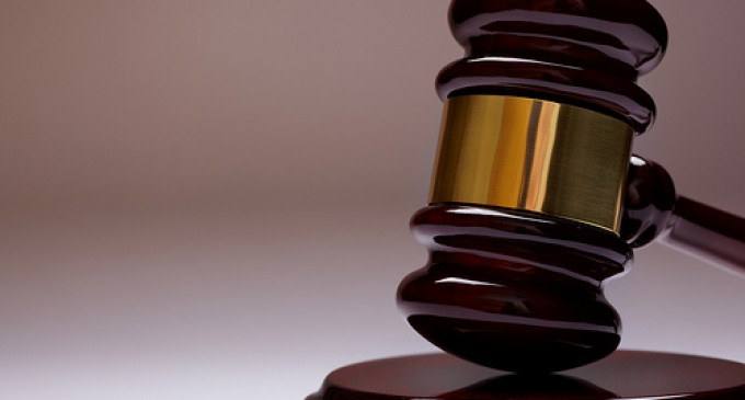 JULGAMENTO : Juiz suspende pena de réu