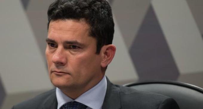 Moro aceita convite de Bolsonaro e comandará superministério
