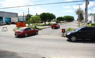 Trânsito em meia pista na avenida Fernando Osório