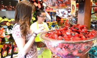 Barras de chocolate e bombons devem ganhar espaço na Páscoa de 2017