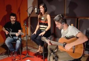 Hamilton Pereira, vocalista Clarissa Garcia e Rafael Antunez Martins
