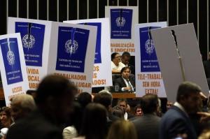 Presidente da casa, Rodrigo Maia, irritou-se com protestos