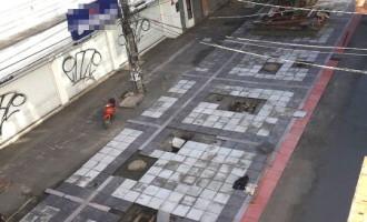 Primeira quadra do Calçadão começa a ganhar novo piso