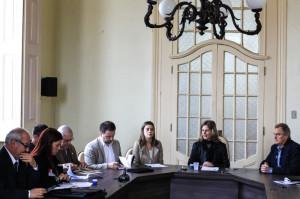 PREFEITA assume compromisso de reavaliar mensalmente a antecipação da parcela de dezembro