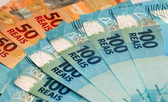 Mais de 3,3 milhões de contribuintes recebem hoje restituição do IR