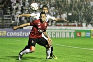 OLHAR rubro-negro é para frente e para cima; pontuar em Curitiba é preciso e necessário FOTO: Carlos Insaurriaga/GEB