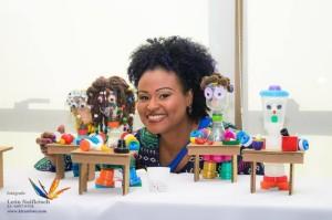 Artista popular Jô trabalha com esculturas em materiais reaproveitados