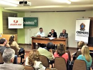 Sem reajuste pelos serviços prestados há seis anos, representantes de entidades médicas realizaram assembleia em Pelotas Foto/Assessoria