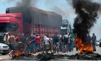 FIERGS quer aplicação de multa aos  caminhoneiros que bloqueiam estradas