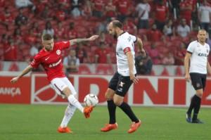 Sasha divide lance com Leandro Leite: meia-atacante do Inter foi expulso e isso mudou o panorama do jogo