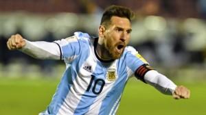 Messi, sozinho, leva a Argentina à Copa do Mundo: fez três gols