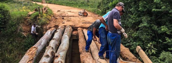 RECONSTRUÇÃO : Pontes destruídas e estradas intransitáveis na zona rural
