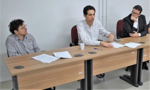 EQUIPE que atuou na inspeção reuniu-se com representantes da indústria para o anúncio da interdição