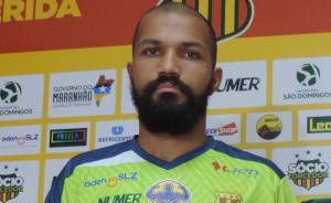 Heverton é o segundo zagueiro contrato pelo Brasil para 2018