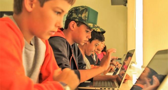 Escolas municipais inauguram laboratórios Khan Academy
