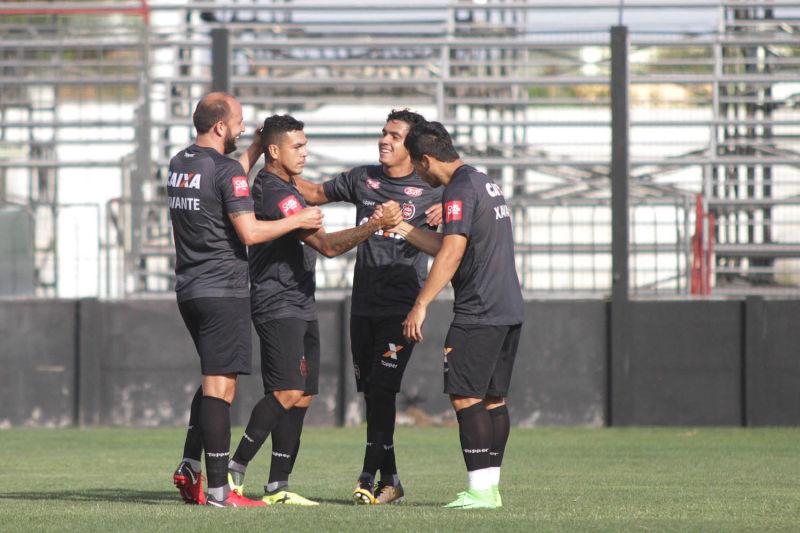 Foram tantos gols, que teve torcedor se perdendo na contagem Foto: Carlos Insaurriaga/Assessoria GEB