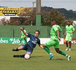 Jogo-treino perdeu o sentido: jogadas violentas e briga prejudicaram observações de Paulo Porto Foto: Gazeta do Sul