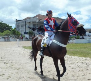 Leonardo Gouvêa lidera campeonato de jóqueis nesta temporada