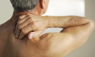 Atenção à saúde da coluna vertebral começa com a postura correta na hora de realizar atividades cotidianas