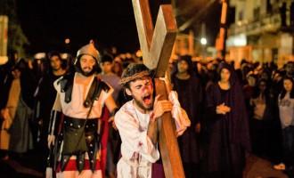 COHAB TABLADA : Comunidade encena 28ª Via-sacra dia 19