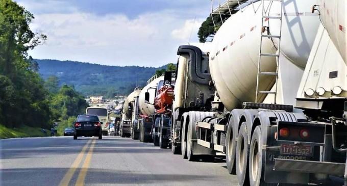 Caminhoneiros protestam no País contra o aumento dos combustíveis