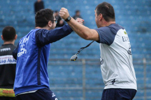 Recart (direita) comemora gol do Pelotas contra o Lajeadense: boas opções no grupo dão garantia de sono tranquilo
