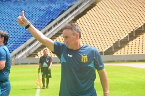 Roberto Fonseca estreia no comando do time maranhense