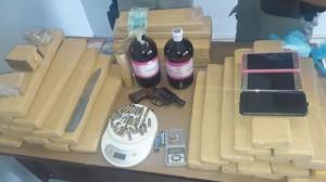 ALÉM das drogas, dinheiro, celulares, armas e munições foram apreendidas