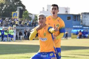 Giovane Gomez e Germano: dois jogadores valorizados pela campanha vitoriosa na Divisão de Acesso Foto: Tiago Winter/ECP