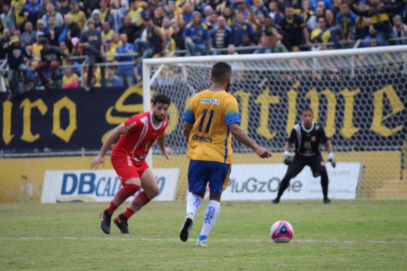 CLEVERSON parte para cima do marcador: Pelotas administra jogo e espera o momento de comemorar o acesso à primeira divisão - Foto: Tales Cunha