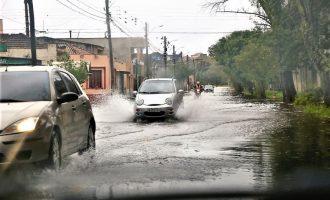 Dois dias de chuva ultrapassam média mensal em Pelotas